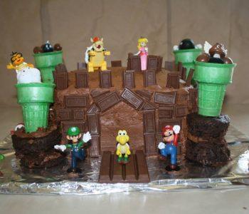 Easy Bowser's castle cake via Mismashed Mom